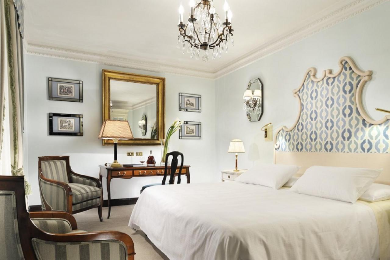 「ホテル・ディンギルテッラ」Via Bocca di Leone 14 00187 Roma, Italy