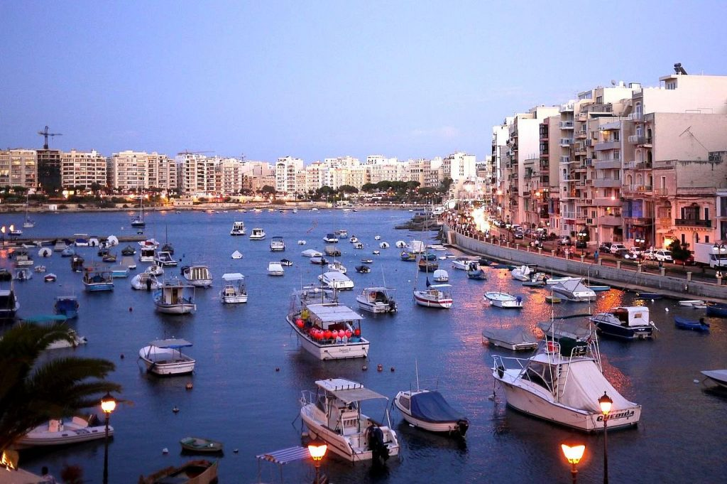 1280px-Spinola_bay_from_StJulians