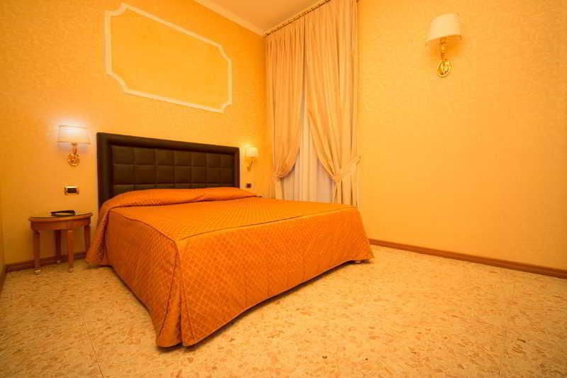 「Hotel Del Consoli」Via Varrone, 2, 00193 Roma