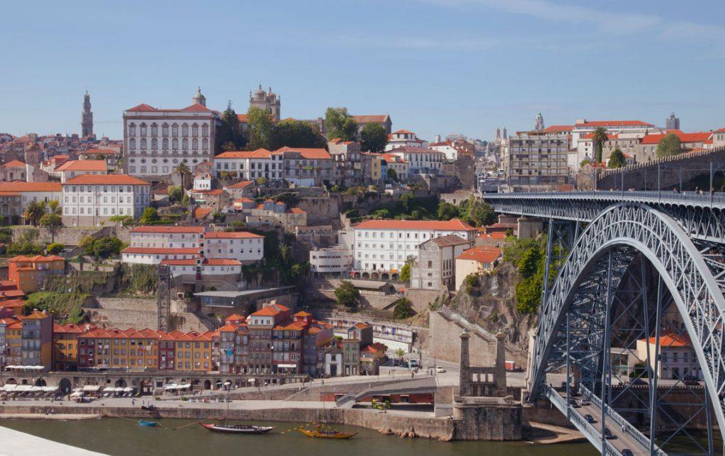 Cais_da_Ribeira,_Oporto,_Portugal,_2012-05-09,_DD_16