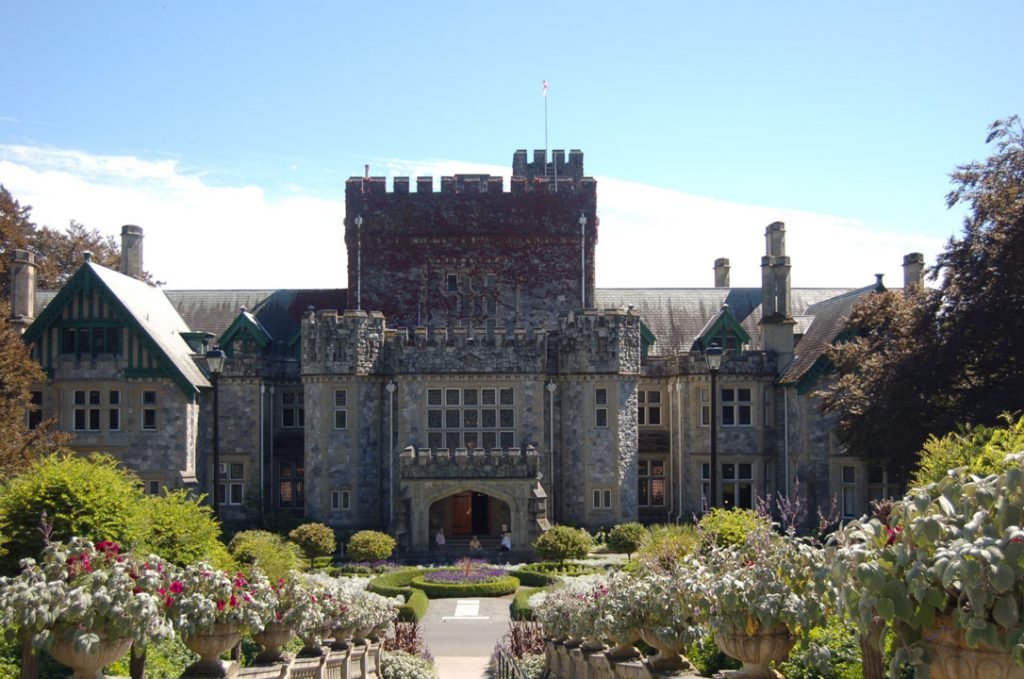 Hatley_Castle_front_entrance_Aug_2006