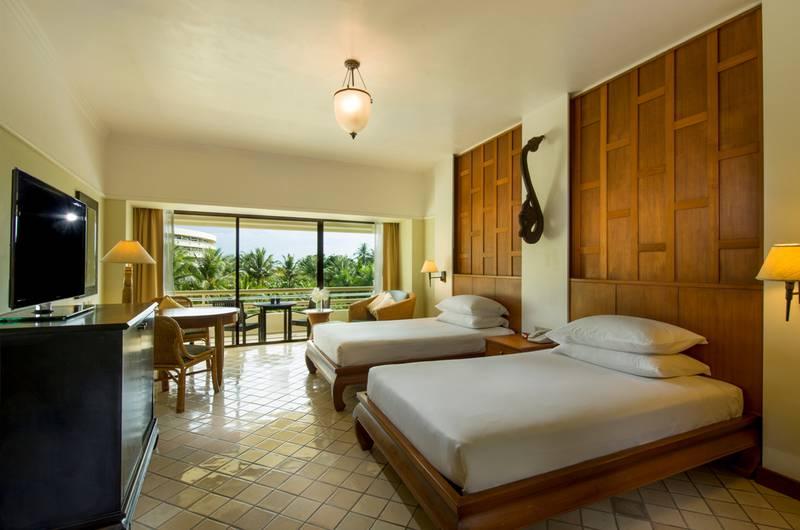 「Hilton Phuket Arcadia Resort & Spa」 333 Patak Road, Karon, Phuket Town, Phuket