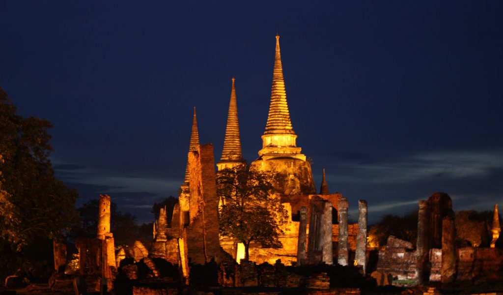 Wat_Phra_Si_Sanphet_Ayutthaya_at_night