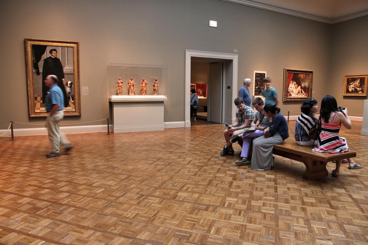 bigstock-Chicago-Museum-Visitors-65608324