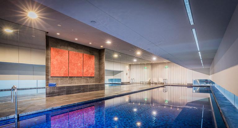 室内プールも完備。