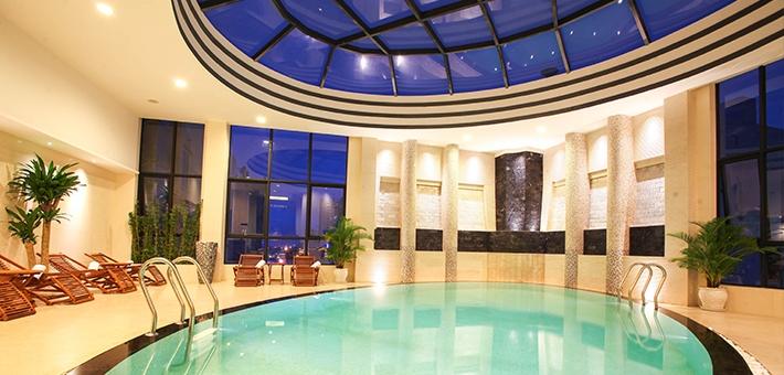 ホテル内のプールもいい感じです。