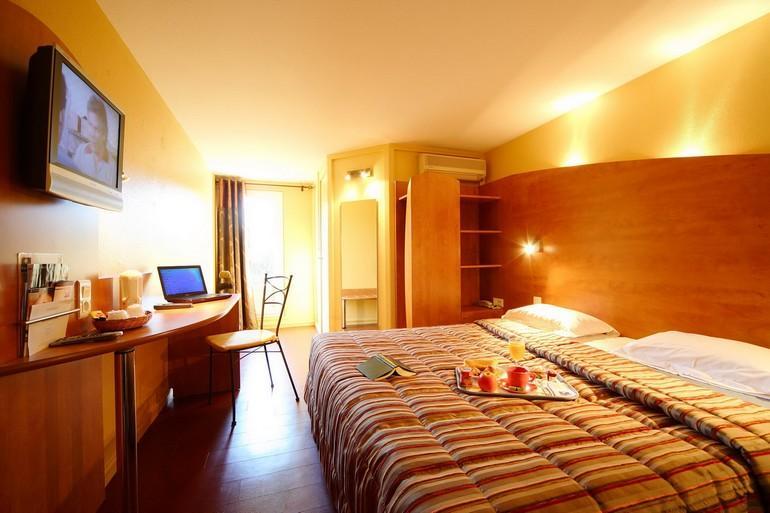 「ホテル スパ ル カレンダル」5 Rue Porte de Laure, 13200 アルル, フランス