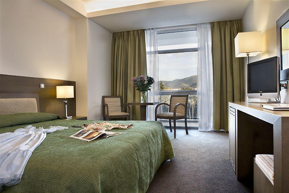 「Amalia Hotel」 10 Amalias Avenue, Athens 10557, Greece