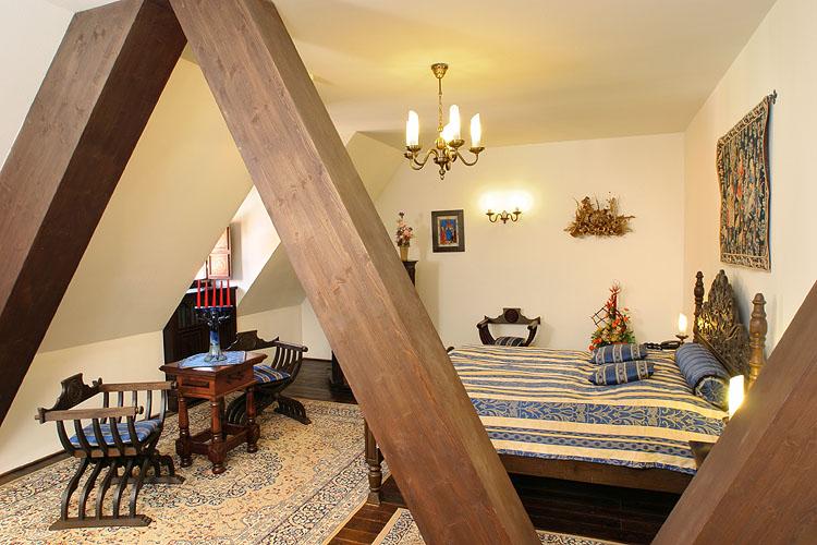 「Hotel Ruze」Horni 154, Cesky Krumlov 38101, Czech Republic